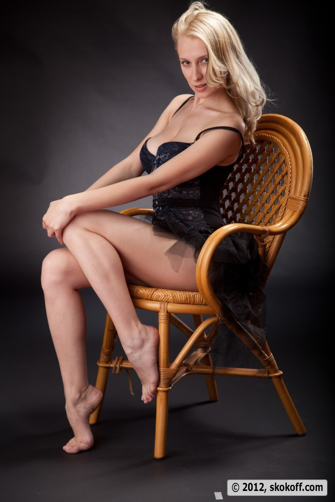 Blonde at the photo shoot showcases her enormous tatas